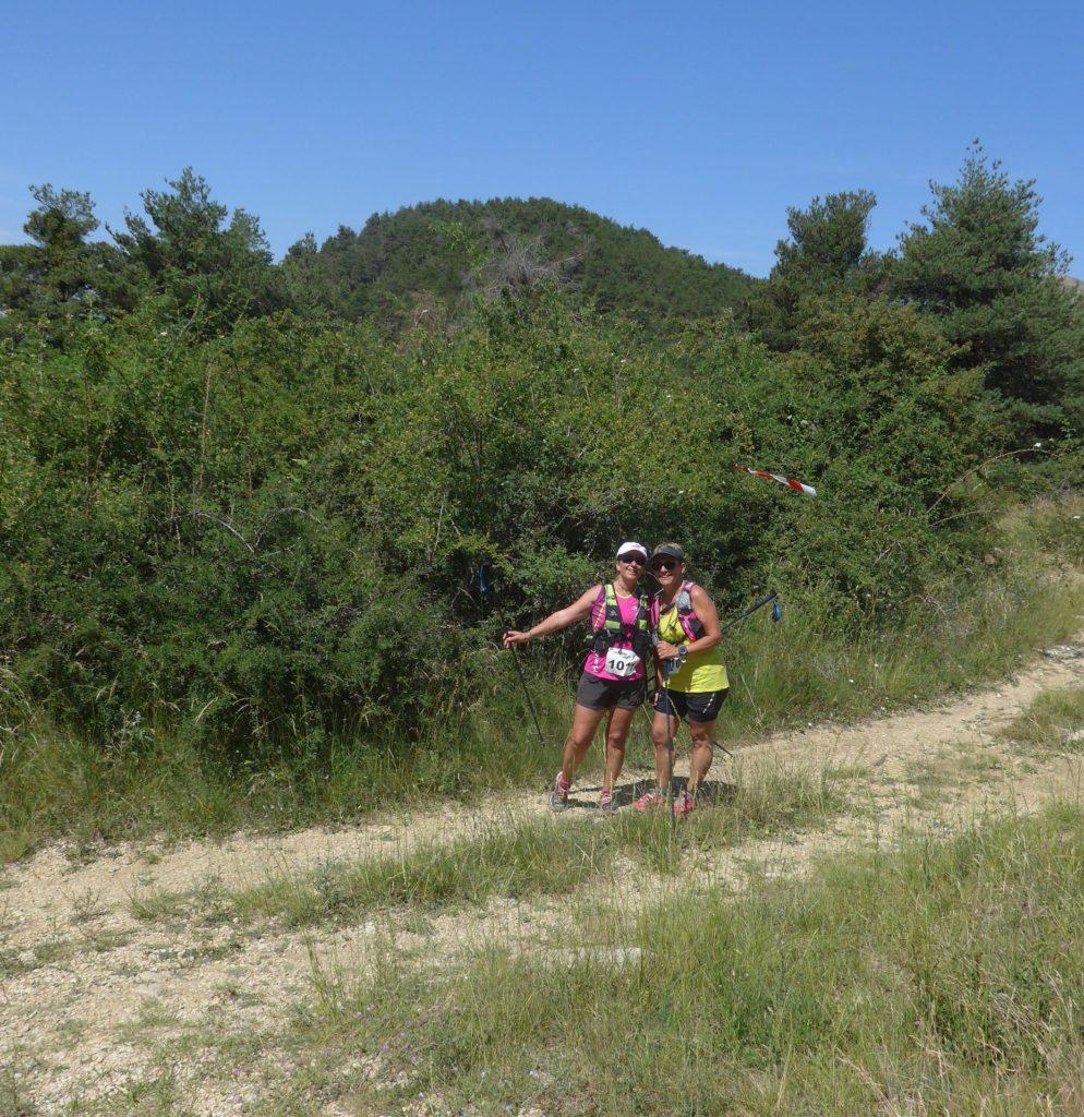 2 trailleuses sur le parcours du Trail du Teillon
