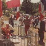 Dépot de gerbe au monument aux morts dans les années 80