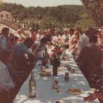 Apéritif sur le terrain de boules après sa construction dans les années 80, l'une des premières manifestation du comité des fêtes de Peyroules